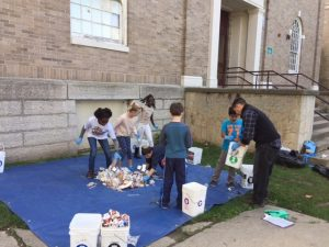 3rd and 4th graders at Edmunds Elementary School in Burlington participating in Trash On the Lawn Day.
